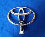 Эмблема (прицел) на капот Toyota.